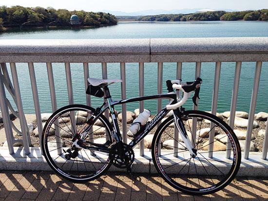 多摩湖とFENTEの写真