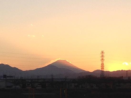 富士山に落ちる夕陽