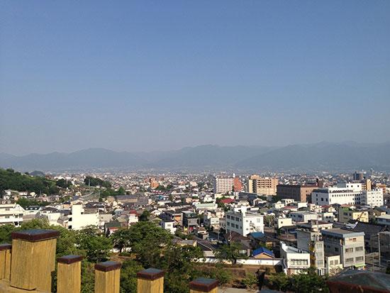 舞鶴城跡から見た甲府市内の画像