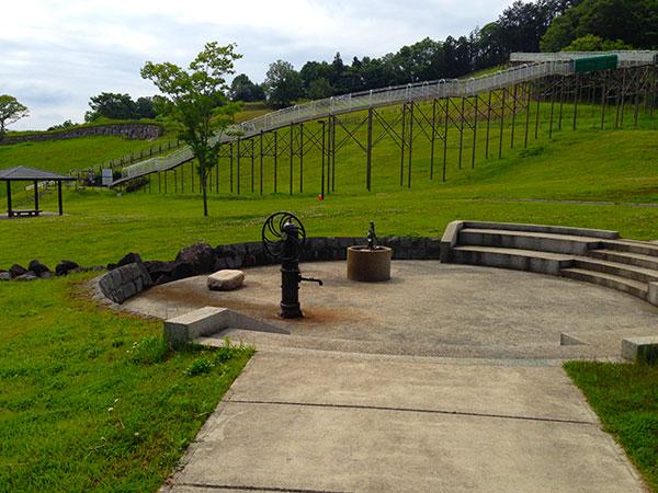 諏訪の原公園の井戸の写真