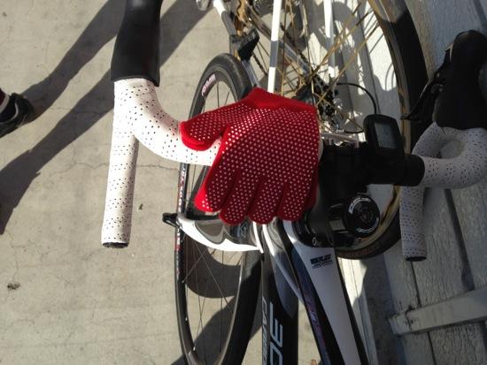 ブレーキ握れないと困るので手袋購入寒さ対策